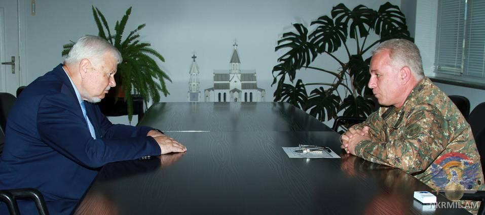 Министр обороны Арцаха принял Анджея Каспршика