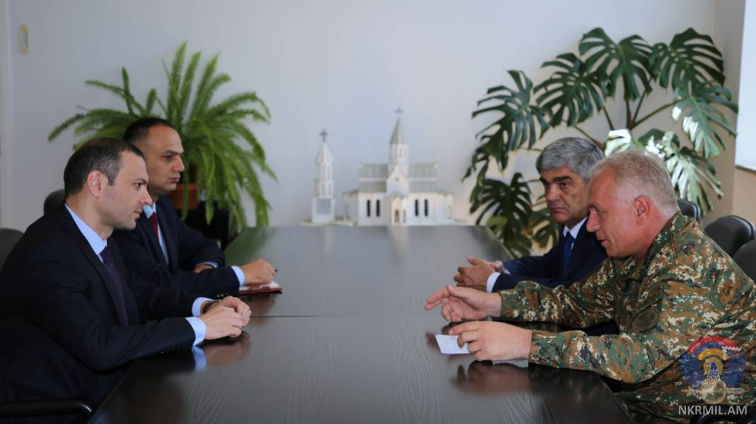 Глава Минобороны Арцаха и секретарь Совбеза Армении обсудили обстановку на линии соприкосновения с ВС Азербайджана