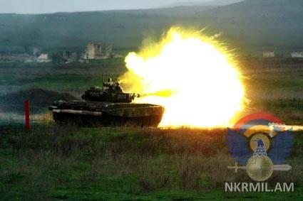 В Арцахе проходят танковые учения